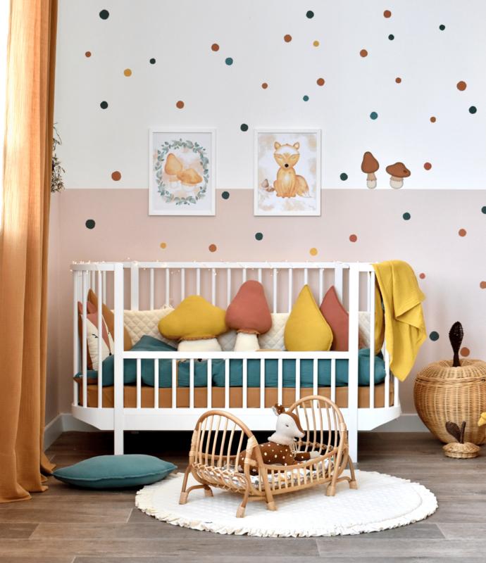 Kleinkindzimmer mit 'Wald' Textilien & Wandstickern