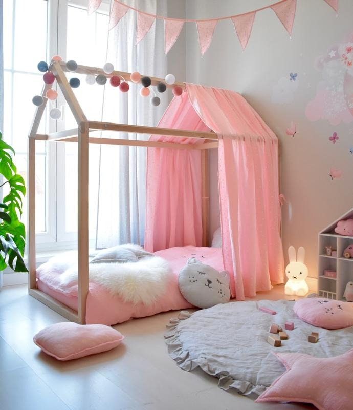 Mädchenzimmer in Rosa & Grau mit Hausbett