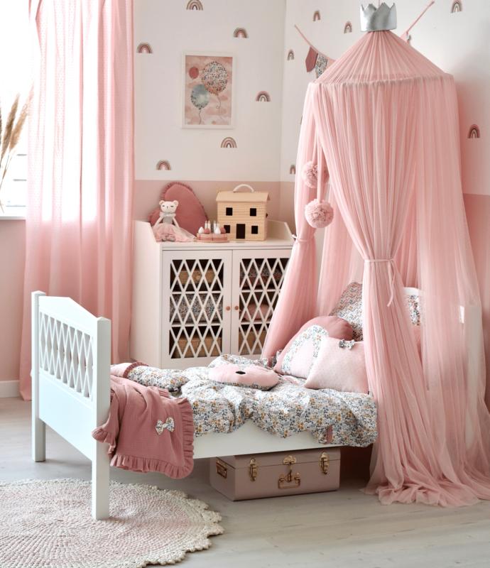Mädchenzimmer in Rosa mit Blumen & Regenbögen
