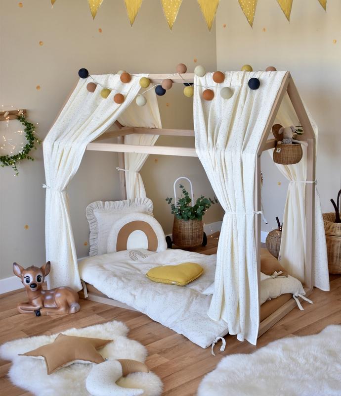 Kinderzimmer mit Waldtieren in Creme, Beige & Gold