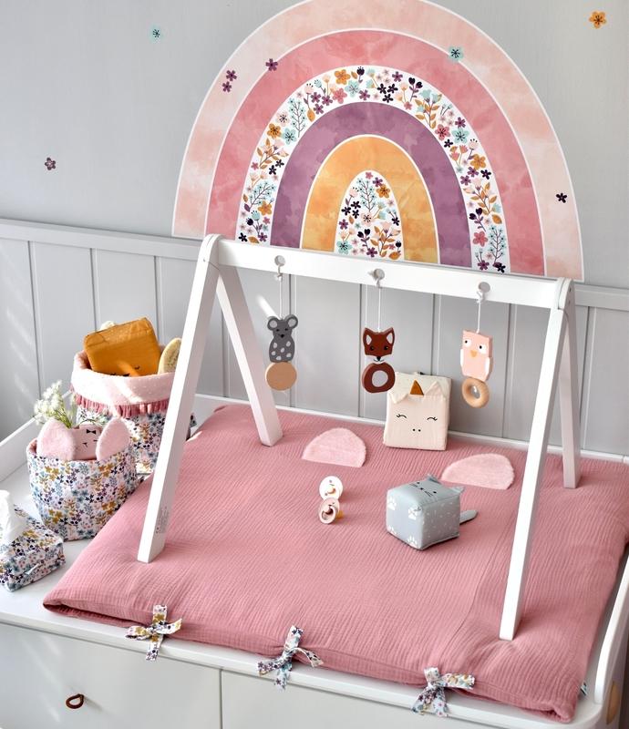 Babyzimmer 'Blumen & Regenbogen' in Altrosa