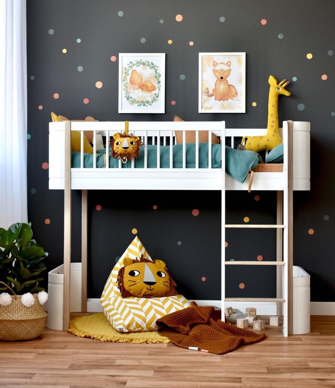 Kinderzimmer mit Punkte Stickern & Halbhochbett