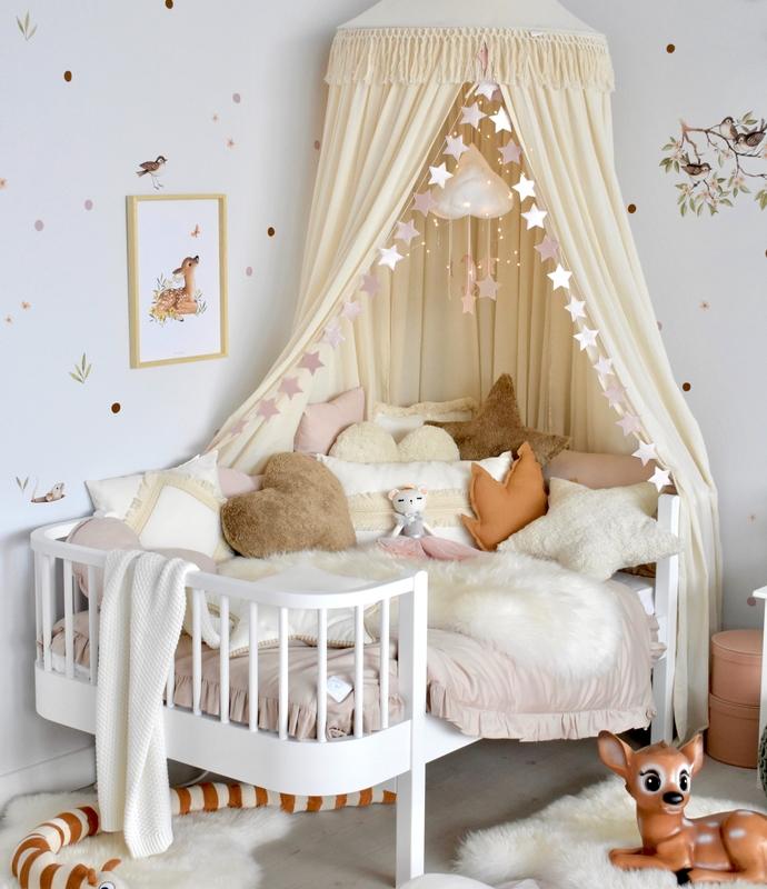 Kinderzimmer in Creme & Altrosa mit Waldtieren