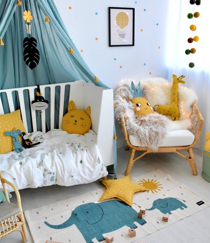 Kleinkindzimmer mit tropischer Deko von Roommate