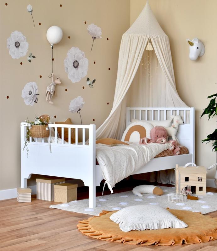 Kinderzimmer mit Textilien in Creme/Gold