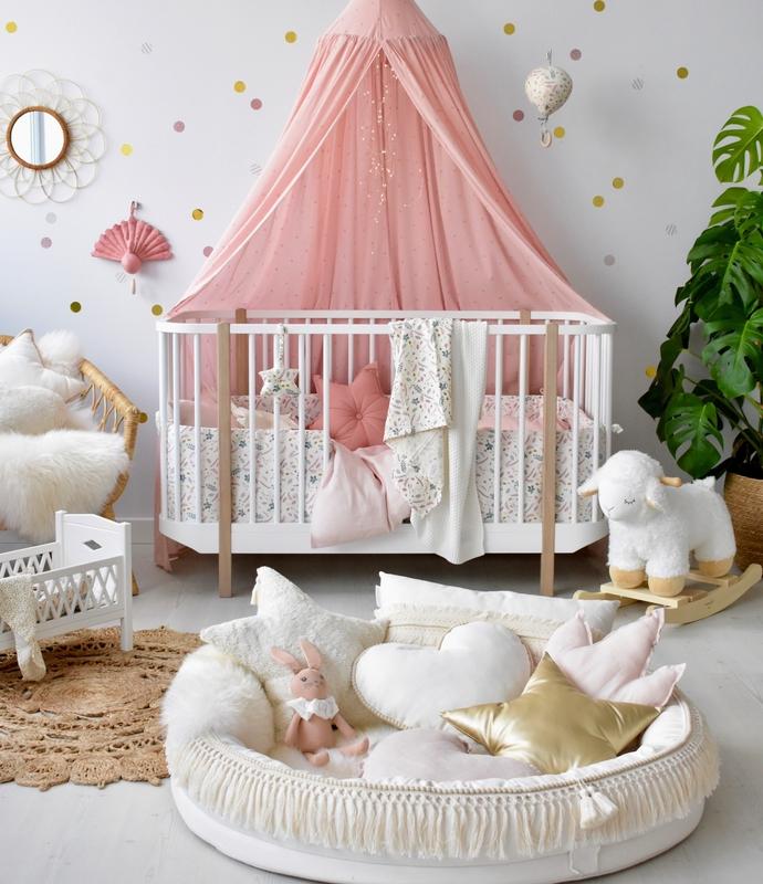 Babyzimmer in Altrosa & Creme mit Juniornest