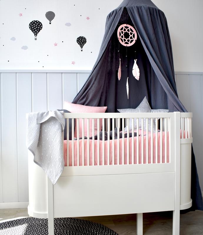 Babyzimmer in Rosa & Dunkelgrau