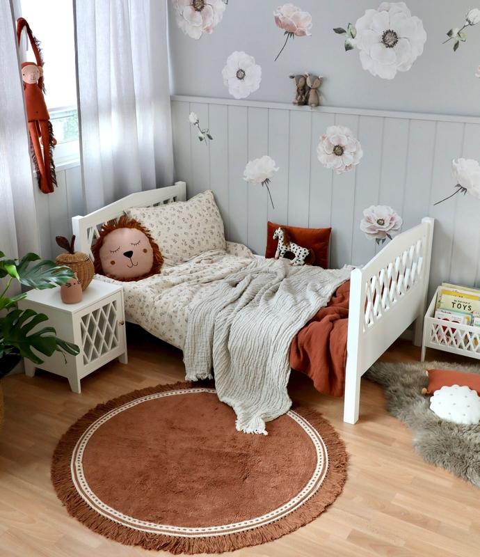 Kinderzimmer mit Juniorbett in Grau & Rostrot