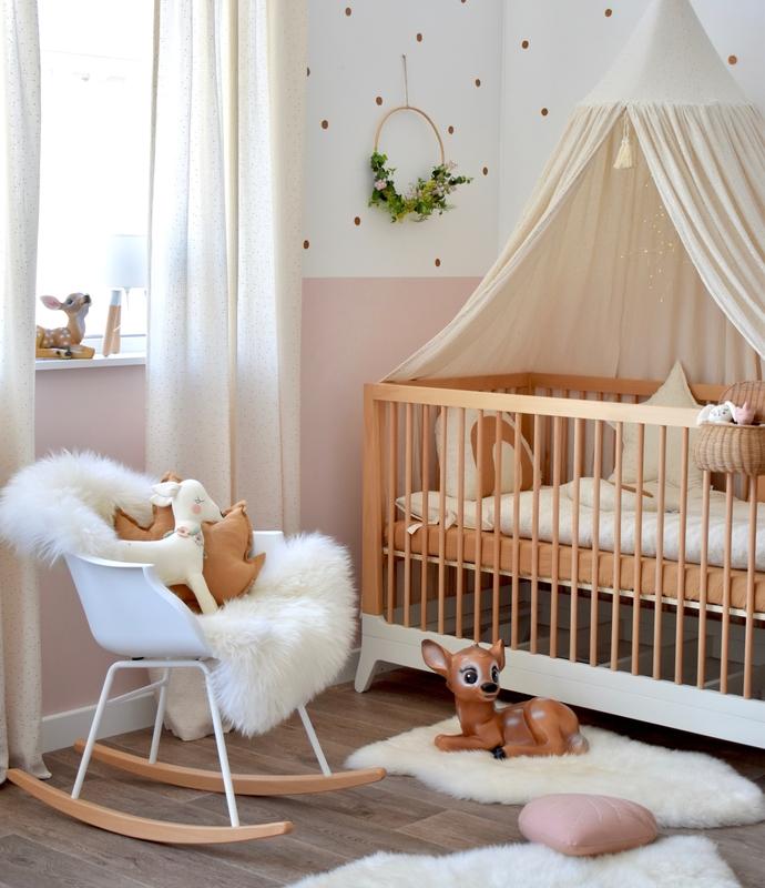 Babyzimmer mit Textilien in Creme/Gold