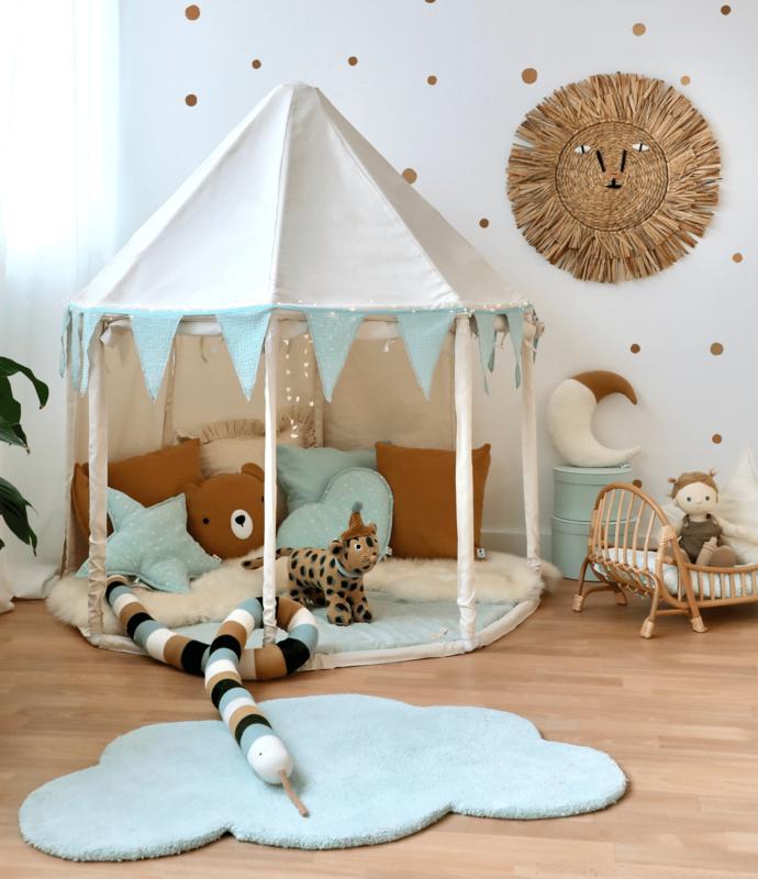 Spielzimmer mit Pavillon & Deko in Mint/Camel