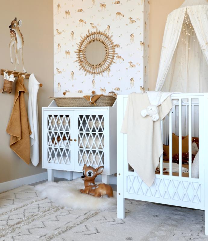 Babyzimmer in Beige mit Rehlein Tapeten