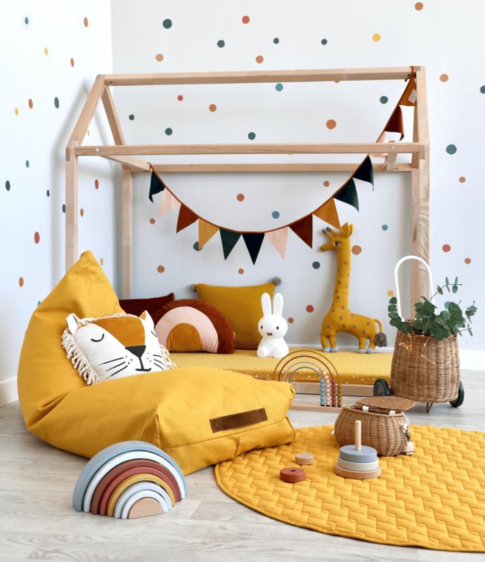 Kinderzimmer mit Hausbett & Nobodinoz Textilien