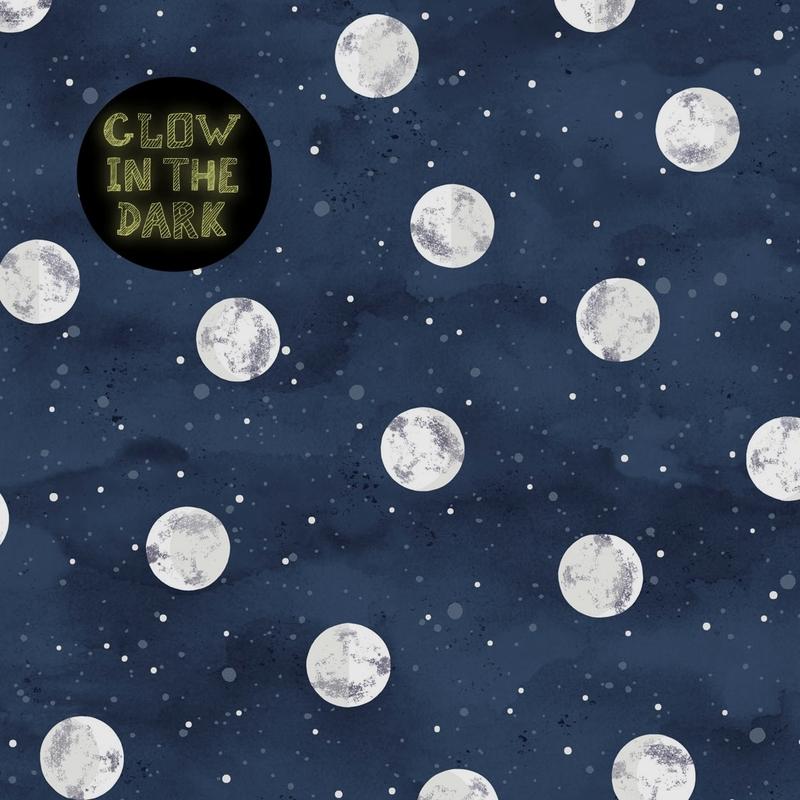 Tapete 'Mini Me' Mond' dunkelblau nachtleuchtend