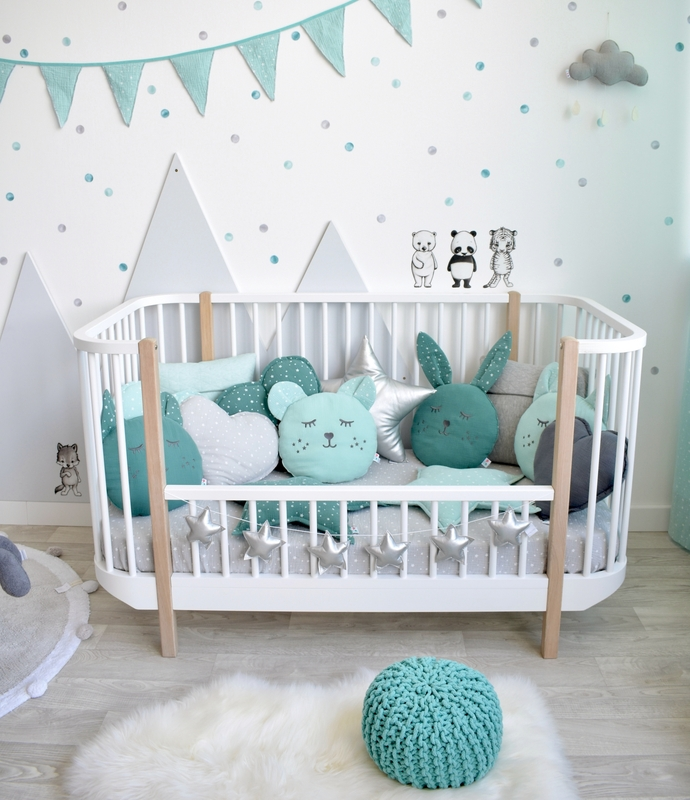 Kleinkindzimmer mit Bergen in Mint & Grau