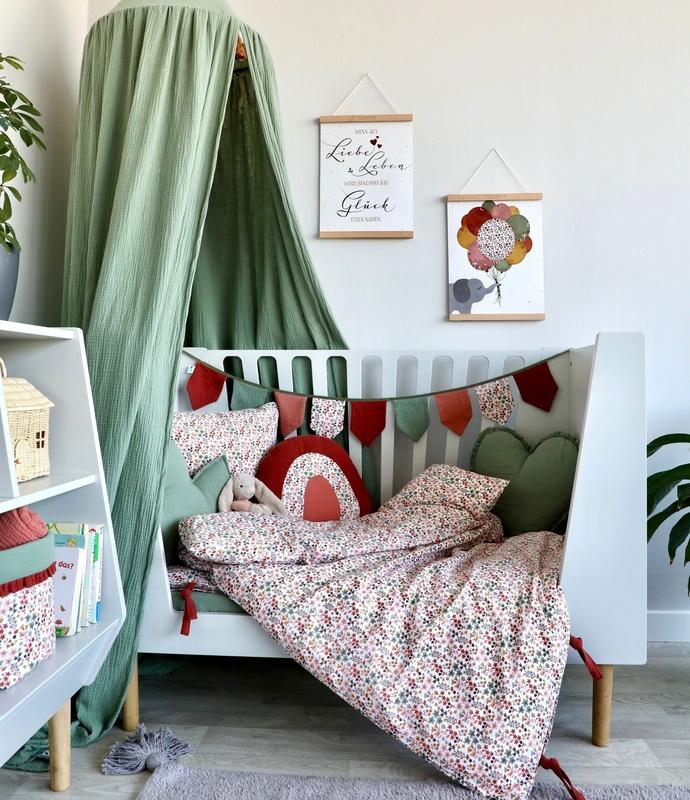Kinderzimmer für Mädchen in Grau, Rostrot & Khaki