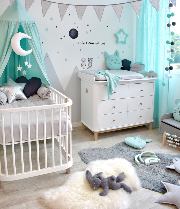 Babyzimmer mit Bergen in Mint & Grau