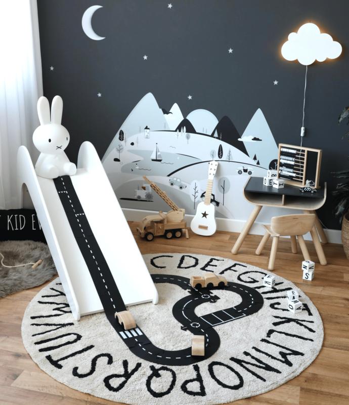 Spielzimmer in Schwarz/Weiß mit Bergen & Rutsche