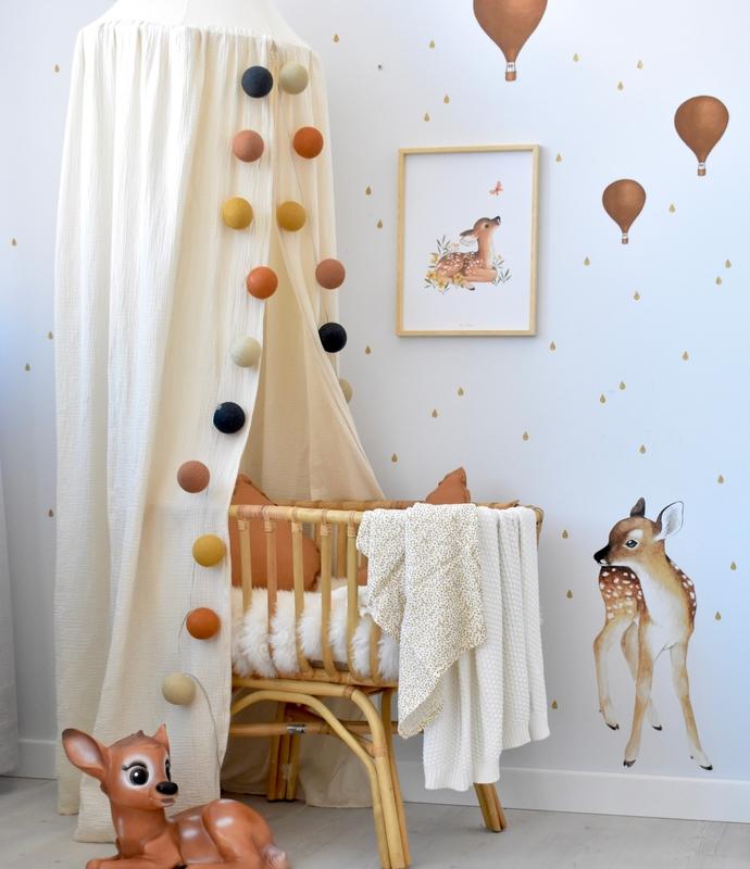 Babyzimmer mit Rattanwiege & Waldtieren