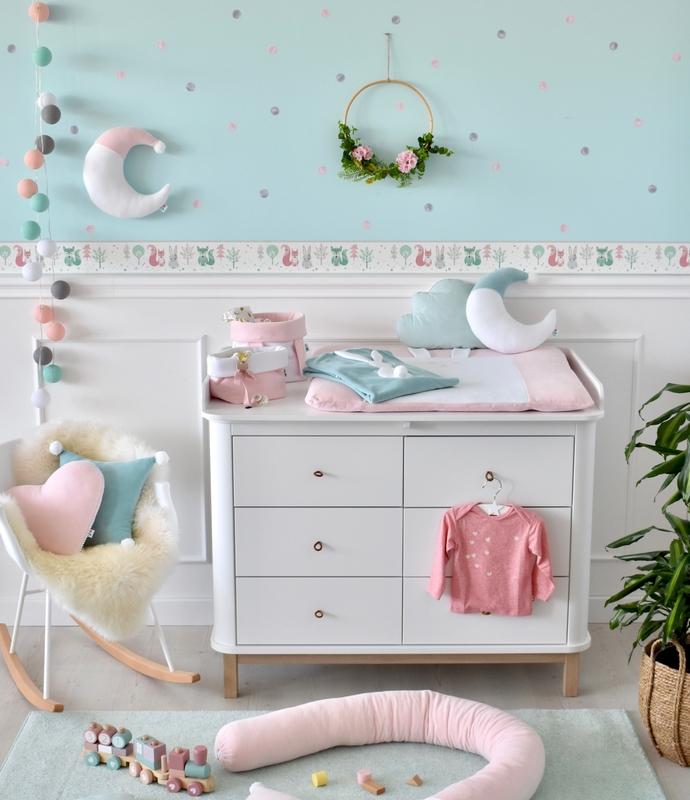 Babyzimmer mit Waldtiere Bordüre in Rosa & Mint