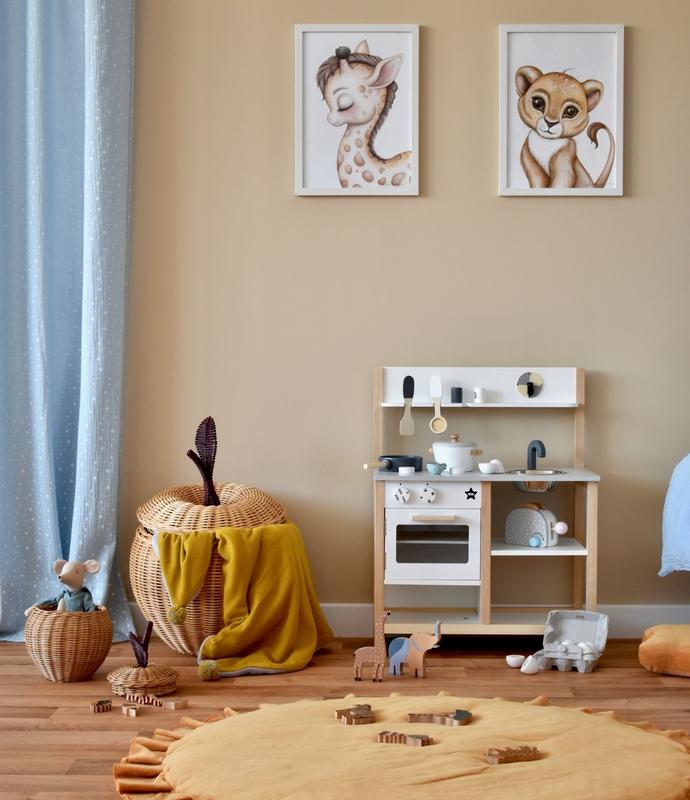 Spielzimmer in Beige & Blau mit Kinderküche