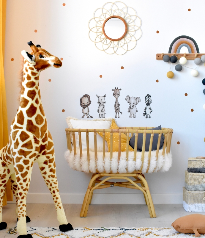 Babyzimmer mit Ratanwiege & Safaritieren