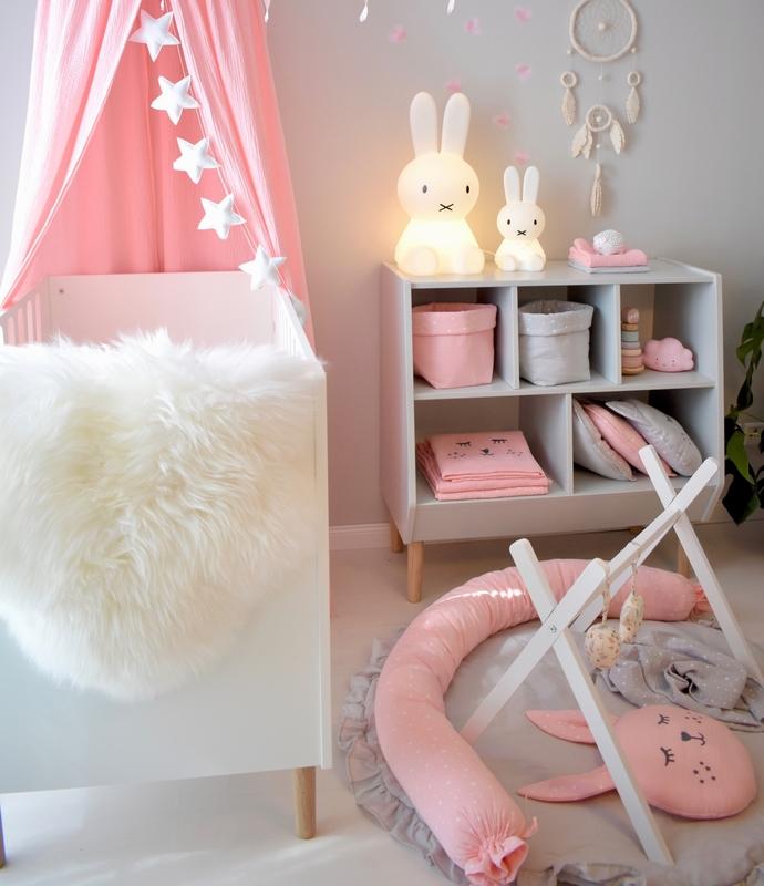 Babyzimmer im modernen Stil in Rosa & Grau