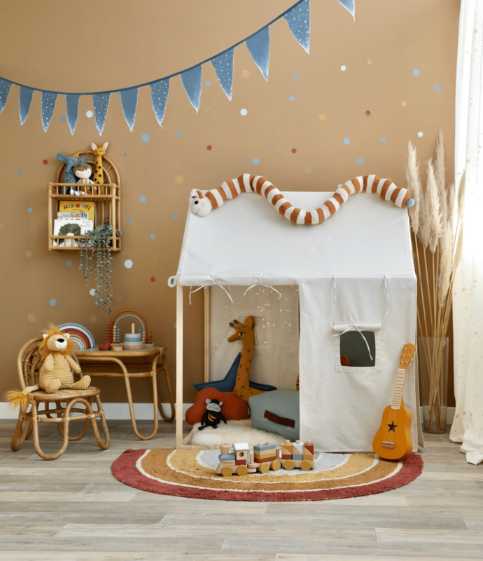 Spielzimmer mit Spielhaus & Regenbogen Deko