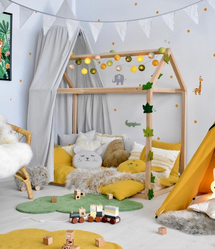 Dschungelzimmer in Gelb/Grün mit Hausbett