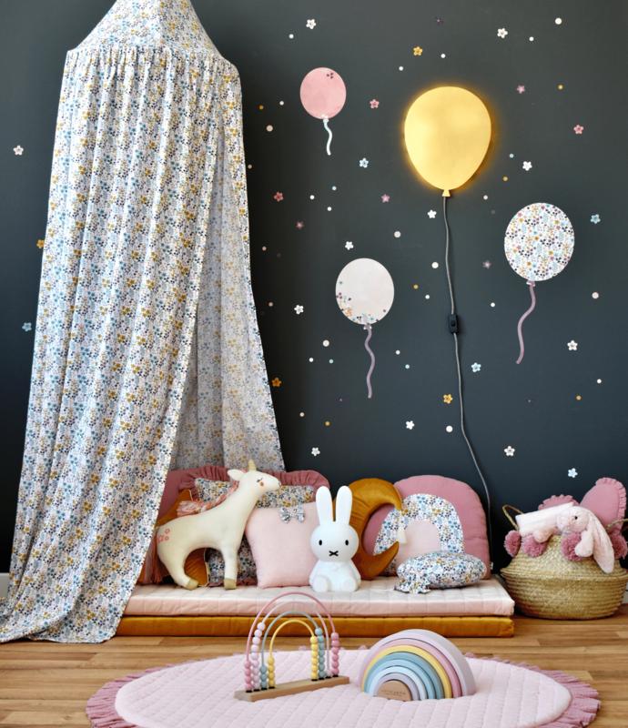 Kuschelecke mit Luftballons & Blumentextilien